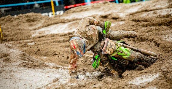 """Lietuvos rinktinė pasirodė """"Motocross of Nations"""" varžybose: netrūko nei traumų, nei pergalingų lenkimų"""