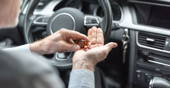 Bent vieną medikamentą vartoja 61,5 proc. vairuotojų: o koks tų vaistų poveikis?