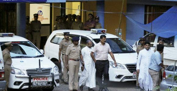 Indijoje teisiamas vienuolės išprievartavimu kaltinamas vyskupas