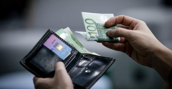 """""""Sodra"""" skelbia, kad mažėja atskirtis tarp uždirbančių daugiausiai ir mažiausiai"""