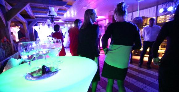 Žemės ūkio ministerijos darbuotojai šimtmetį atšventė su šokiais ir alkoholiu