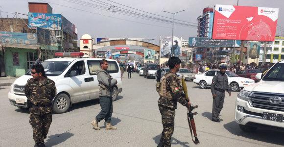 Kabulo priemiestyje per mirtininko ataką žuvo keturi saugumo pareigūnai