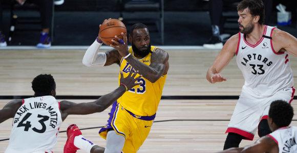 """""""Lakers"""" naujokais pasidžiaugęs LeBronas: """"Marco namuose – man priklausantis trofėjus"""""""
