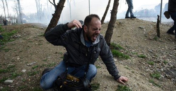 """""""Balkanų kelias"""" gali būti uždarytas: tūkstančiai Graikijoje įstrigusių migrantų žada neramumus"""