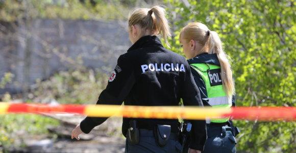 Vilniaus žemutiniame tabore apiplėštas vyras, įtariamųjų trijulėje – dvi merginos