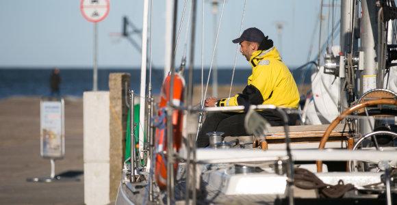 Per audrą Kuršių mariose įstrigo jachtos keleiviai