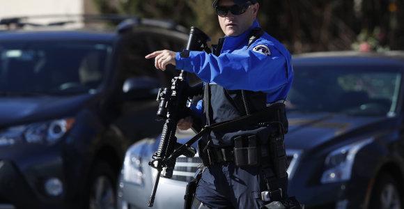 Kanzaso policija ieško dviejų nusikaltėlių, nušovusių keturis žmones bare