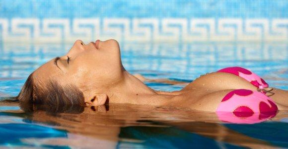 10 patarimų, kaip išsirinkti maudymosi kostiumėlį, tinkantį būtent jums