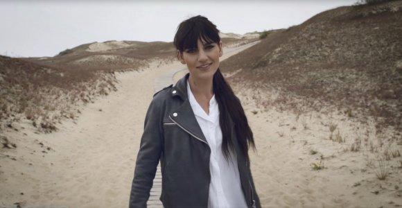 Po metų tylos Eglė Keturkė-Jolee grįžta su lietuviška daina ir vaizdo klipu