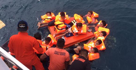 Filipinuose apvirtus keltui išgelbėta dešimtys žmonių