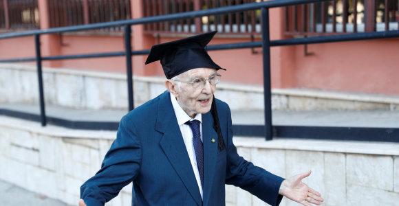 Mokslo visą gyvenimą troškęs italas universitetą baigė būdamas 96 metų