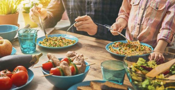 Mitybos specialistės patarė, ką valgyti namuose, kad liktume sveiki: vien grikių ir mėsos neužtenka