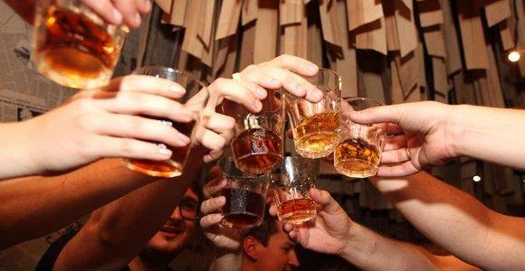 """Viskio """"Jack Daniel's"""" gamintoja dėl JAV ir ES prekybos ginčo prognozuoja mažesnį pelną"""