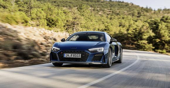 """Liūdna žinia """"Audi"""" gerbėjams: stabdoma TT ir R8 modelių gamyba"""