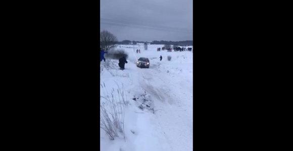 """""""Winter rally"""" konkursas: Algirdo Černiausko nufilmuotas Vytautas Švedas"""