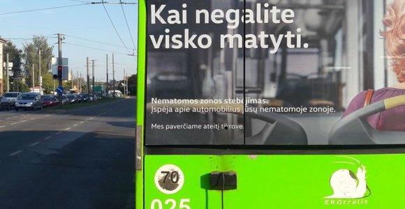 Kaune ieškomas sunkvežimis, kurio vairuotojas spruko iš avarijos su troleibusu