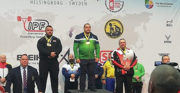 Pasienietis Tadas Gečas tapo pasaulio jėgos trikovės čempionu