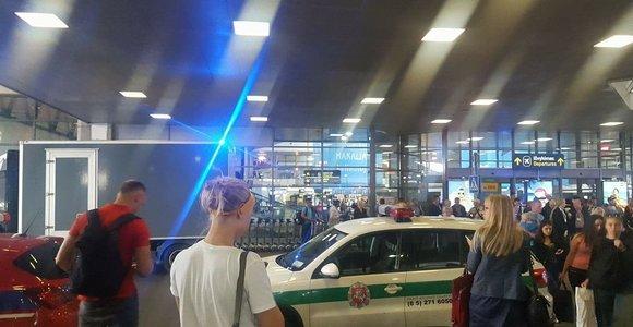 Vilniaus oro uoste pas Norvegijos pilietį rasta išardyta rankinė granata