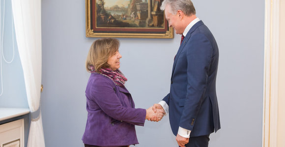Prezidentas susitiko su Nobelio literatūros premijos laureate Svetlana Aleksijevič