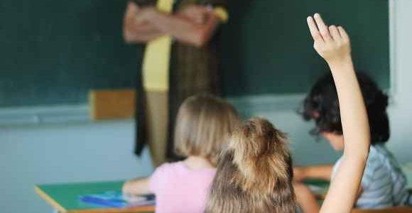 Streikavę mokytojai ruošiasi rimtoms deryboms