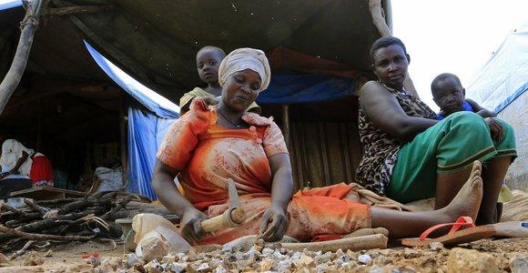 Ugandoje 10 policininkų apkaltinti moterų kankinimu dėl komendanto valandos pažeidimo