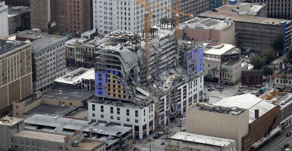 Naujajame Orleane sugriuvus viešbučiui žuvo vienas, sužeisti 18 žmonių