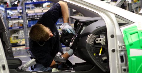 Automobilių gamyba Vokietijoje pernai smuko į žemiausią per 22 metus lygį