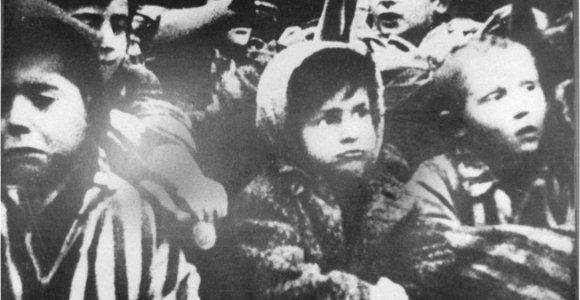 Pasaulis mini 75-ąsias Aušvico išlaisvinimo metines