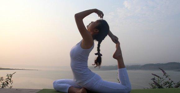 """Kineziterapeutė teigia, kad joga mums netinka: """"Nuolat susiduriu su jogos sužalotais žmonėmis"""""""