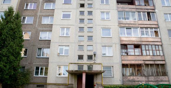"""Kaunietis užuodė """"lavoną"""", bet policija Kalniečių rajono daugiabutyje nieko baisaus nerado"""