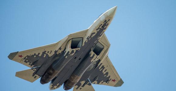 """Rusija kelis kartus padidino stringančio orlaivio """"Sukhoi Su-57"""" užsakymo apimtis"""