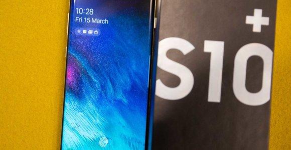 """""""Samsung"""" džiūgauja: Baltijos šalių gyventojai graibsto """"Galaxy S10"""" serijos aparatus"""