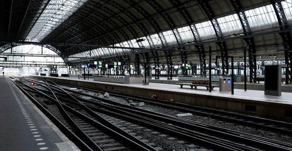 Dėl viešojo transporto darbuotojų streiko Nyderlanduose atšaukiami skrydžiai