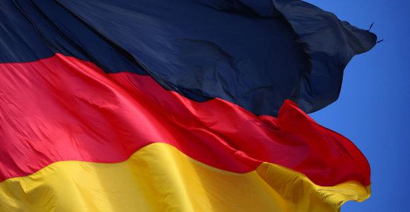 Vokietijos ekonomikos institutai įspėja apie recesijos grėsmę šalyje