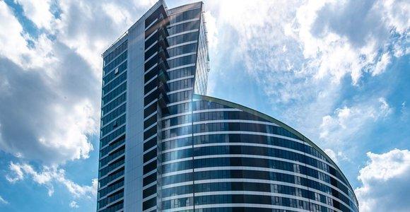 Vilniaus Konstitucijos prospekte užbaigtas statyti aukščiausias daugiabutis