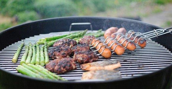 Kepame mėsą ant grilio. Ką svarbu žinoti?