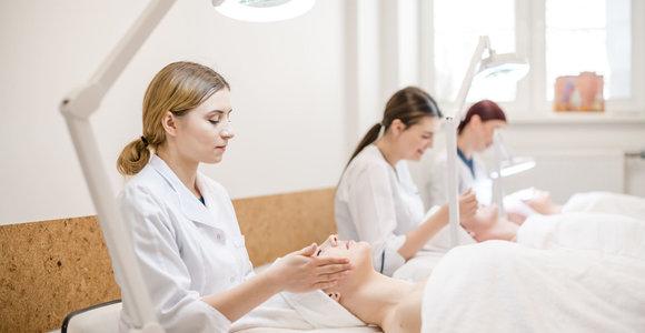 Pasiruošę darbui: Klaipėdos kolegijos studentai praktikuojasi moderniausiose laboratorijose
