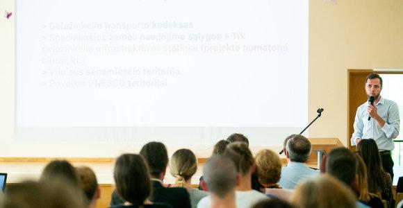 Diskusija dėl autobusų stoties projekto Naujininkuose