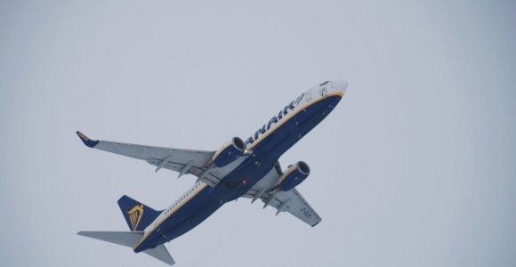 """Rūkas sutrikdė """"Ryanair"""" skrydį: iš Palangos keliautojai gabenti į Kauną, Londoną pasiekė tik naktį"""
