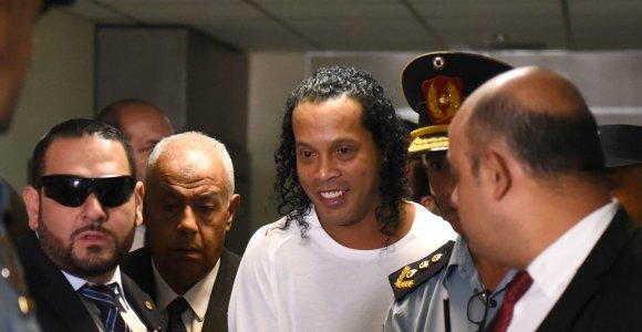 Kalėjime – Ronaldinho įgūdžiai tinklinio aikštėje: pralaimėjo prieš žudiką ir plėšiką