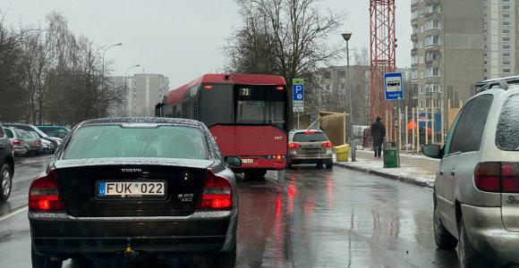 Autobusų vairuotojams trukdo ir BMW, ir mikroautobusai, o už avarijas tenka mokėti patiems