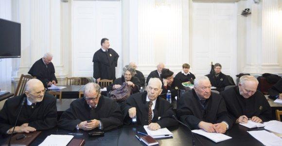 """Maištas: net """"vergiško"""" atlygio negaunantys advokatai nebeima naujų bylų, šaukiasi prezidento"""