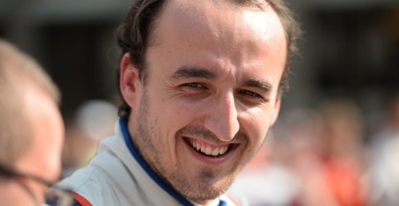 """Robertas Kubica po avarijos pirmąkart išbandė """"Formulės-1"""" automobilį"""