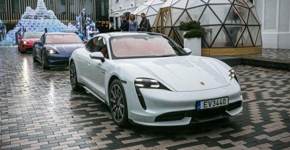 """Nauja """"Porsche"""" žvaigždė: Lietuvos keliais jau rieda sportiškas elektrinis """"Taycan"""""""