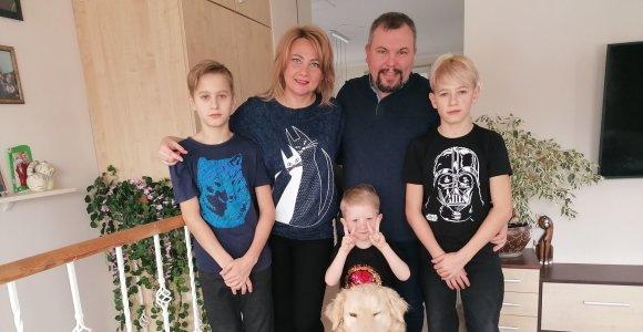 Tris be tėvų globos likusius broliukus priglaudęs Marius: esu laimingas, kad galiu pakeisti jų gyvenimą