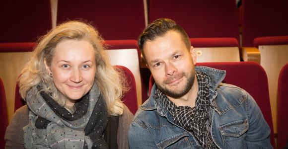 Naujai suskambusias žinomas dainas įvertino ir aktorius Jokūbas Bareikis su žmona