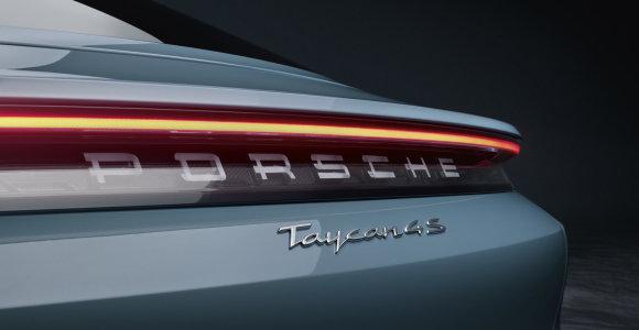 """""""Porsche"""" pristato dar vieną elektromobilio """"Taycan"""" versiją: Lietuvoje pasirodys kitais metais"""