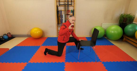 Sumažinkite ilgo sėdėjimo žalą: olimpinės rinktinės gydytojo D.Barkausko siūlomi pratimai