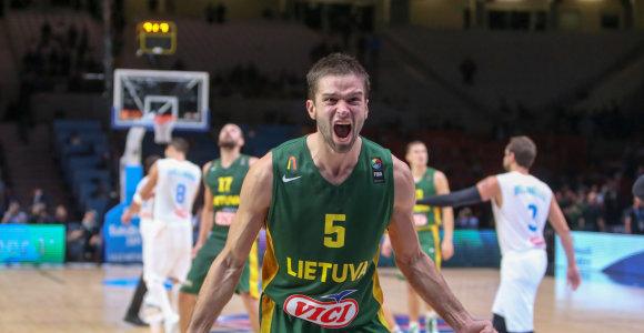 """Atsukame laikrodį: prisiminkite kvapą gniaužiantį """"Eurobasket"""" trilerį su laiminga pabaiga"""