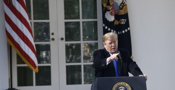 Intensyvėjant kalboms apie apkaltą D.Trumpas puola demokratus